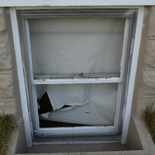 Severn home window before replacement
